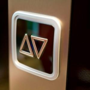 przyciski w windzie 26